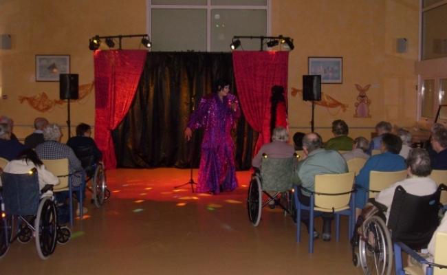 spectace cabaret transformiste pour maisons de retraite spectacles de cabaret par fts event