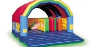 Rainbow jeu gonflable pour les enfants