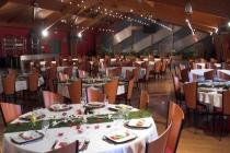 Salle Y. Deruy : un espace de 576 m² pouvant accueillir jusqu'à 550 personnes en plénière simple, 45