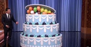 Gâteau surprise géant pour anniversaire avec stripteaseuse ou chippendale