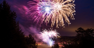 Organiser un feu d'artifice pour le 14 juillet dans votre ville ou village