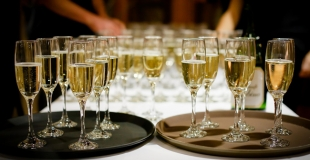 Diner assis, buffet ou cocktail dinatoire pour une soirée d'entreprise ?