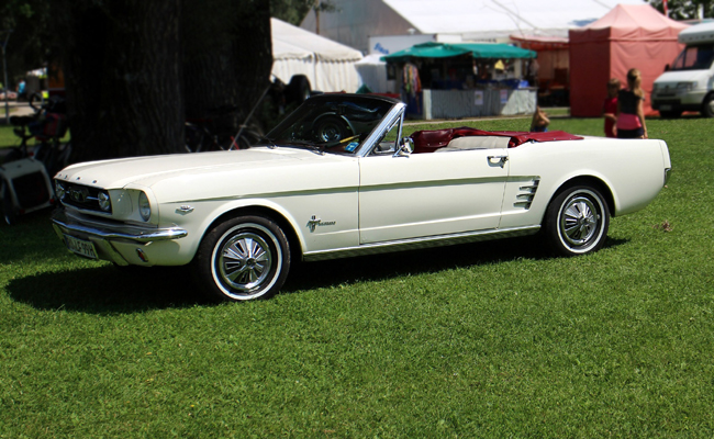 Location Ford Mustang ou voiture américaine pour un cortège de mariage
