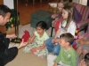 Magicien sculpteur de ballons pour un anniversaire d'enfants à la maison
