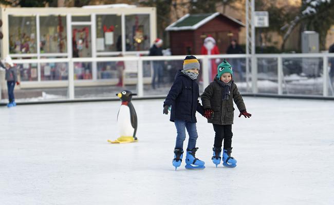 Installer une patinoire éphémère dans votre ville pour les fêtes de Noël