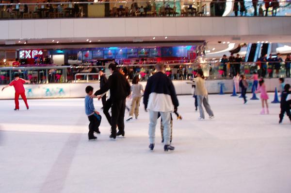Installer une patinoire éphémère dans votre ville au moment des fêtes de Noël