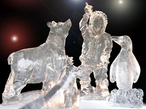 Sculpture sur glace pour un marché de Noël en démonstration ou atelier enfants