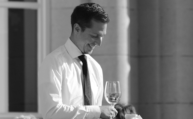 Serveurs ou serveuses en extra pour un mariage à Paris ou en province