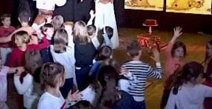 Bals théâtralisés - spectacles participatifs avec échassière