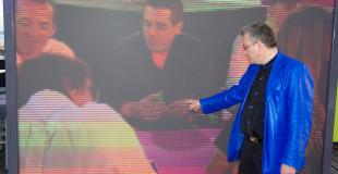 Surveillance de la finale du championnat de France de poker