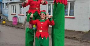 Duo échassiers : Les Lutins Géants de Noël